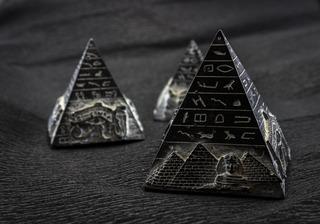 pyramid-1484603_1920.jpg